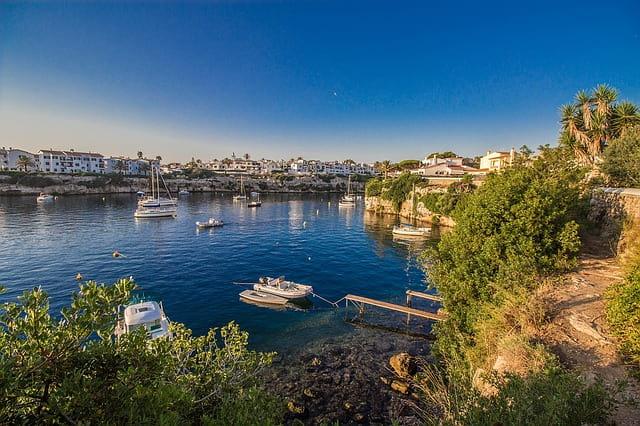 Puerto en la isla de Menorca